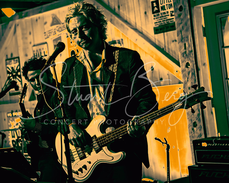 Badfinger - Joey Molland<br /> July 2, 2017  <br /> Daryl's House Club  <br /> Pawling, NY  <br />  -©Stuart M Berg-  <br /> <br /> Joey Molland -Guitars, Vocals  <br /> Emeen Zarookian - Guitars,  Vocals  <br /> Erik Paparozzi - Bass, Vocals  <br /> Slex Jules - Keyboard, Guitar, Vocals  <br /> Ben Lecourt - Drums, Vocals