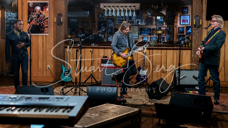 Live From Daryl's House with Ty Taylor   <br /> November 6, 2018  <br /> Daryl's House Club   <br /> Pawling, NY   <br />  ©Stuart M Berg  <br /> <br /> Daryl Hall - Guitars, Keyboards, Vocals  <br /> Ty Taylor - Vocals  <br /> Eliot Lewis - Keyboards, Vocals  <br /> Klyde Jones - Bass, Vocals  <br /> Shane Theriot - Guitars, Vocals  <br /> Porter Carroll Jr - Percussion, Vocals  <br /> Brian Dunne - Drums