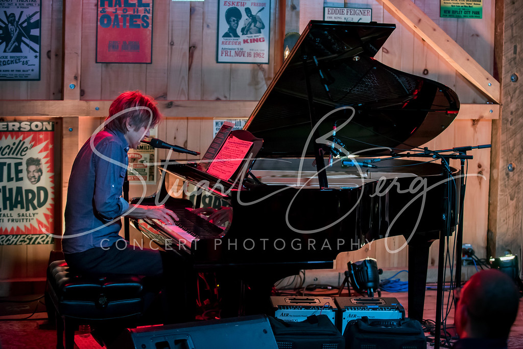 Eric Johnson  <br /> October 30, 2016  <br /> Daryl's House Club, Pawling, NY <br /> ©StuartBerg 2016