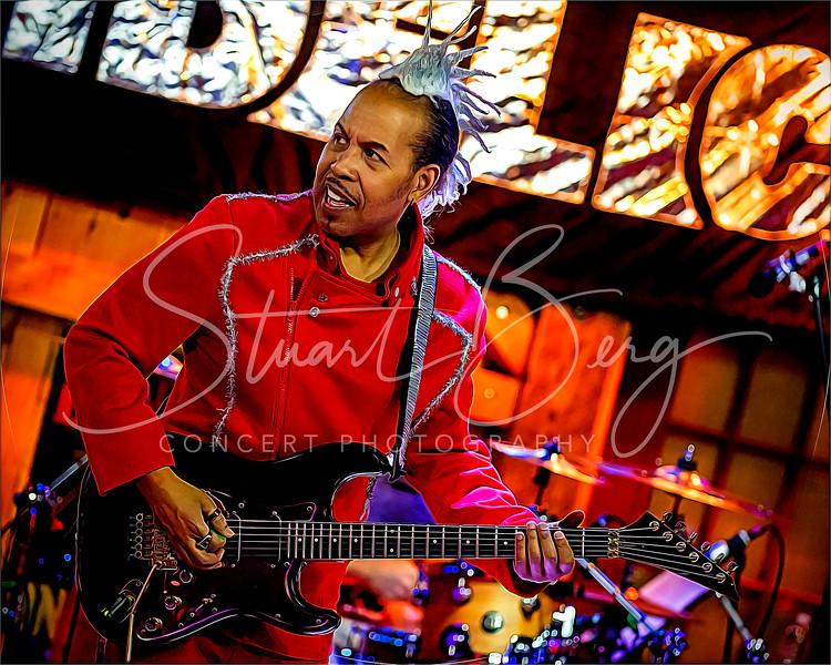 Holodelic  <br /> December 6, 2019  <br /> Daryl's House Club  <br /> Pawling, NY  <br />  ©Stuart M Berg  <br /> <br /> Holodelic  <br /> <br /> Everett Bradley - Lead Vocals  <br /> Vini Miranda - Guitar  <br /> Henry Hey - Keyboards  <br /> Klyde Jones - Bass  <br /> Brian Dunne - Drums  <br /> Jonathan Arons - Trombone  <br /> Jay Davidson - Saxaphone <br /> Trevor Neumann - Trumpet  <br /> LaTanya Hall - Vocals  <br /> Victoria Cave - Vocals  <br /> Xavier Smith - Vocals