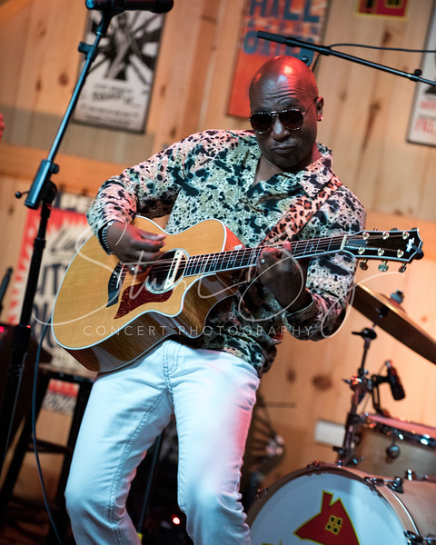Klyde Jones  <br /> June 13, 2016  <br /> Daryl's House Club, Pawling, NY <br /> ©StuartBerg 2016