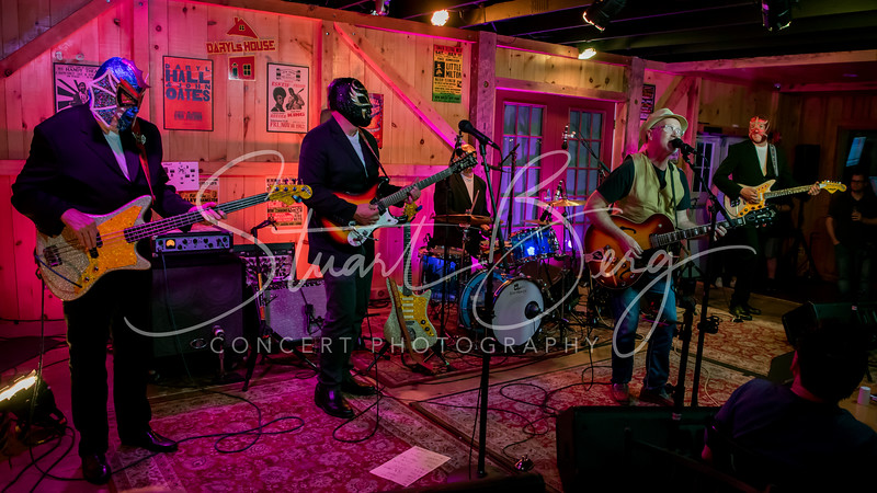 Marshall Crenshaw Y Los Straitjackets   <br /> June 23, 2017   <br /> Daryl's House Club  <br /> Pawling, NY  <br />  ©Stuart M Berg<br /> <br /> Marshall Crenshaw - Guitar, Vocals    <br /> Eddie Angel - Guitar  <br /> Greg Townson - Guitar  <br /> Pete Curry - Bass  <br /> Chris Sprague - Drums, Vocals