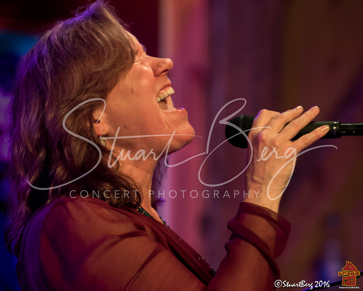 Sloan Wainwright  <br /> 5-15-16  <br /> Daryl's House Club, Pawling, NY <br /> ©StuartBerg 2016