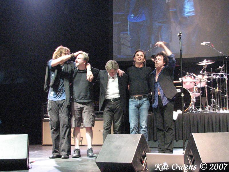 Jeff Scott Soto, David Dzialak, Ross Valory, Jon Cain & Neal Schon taking a bow