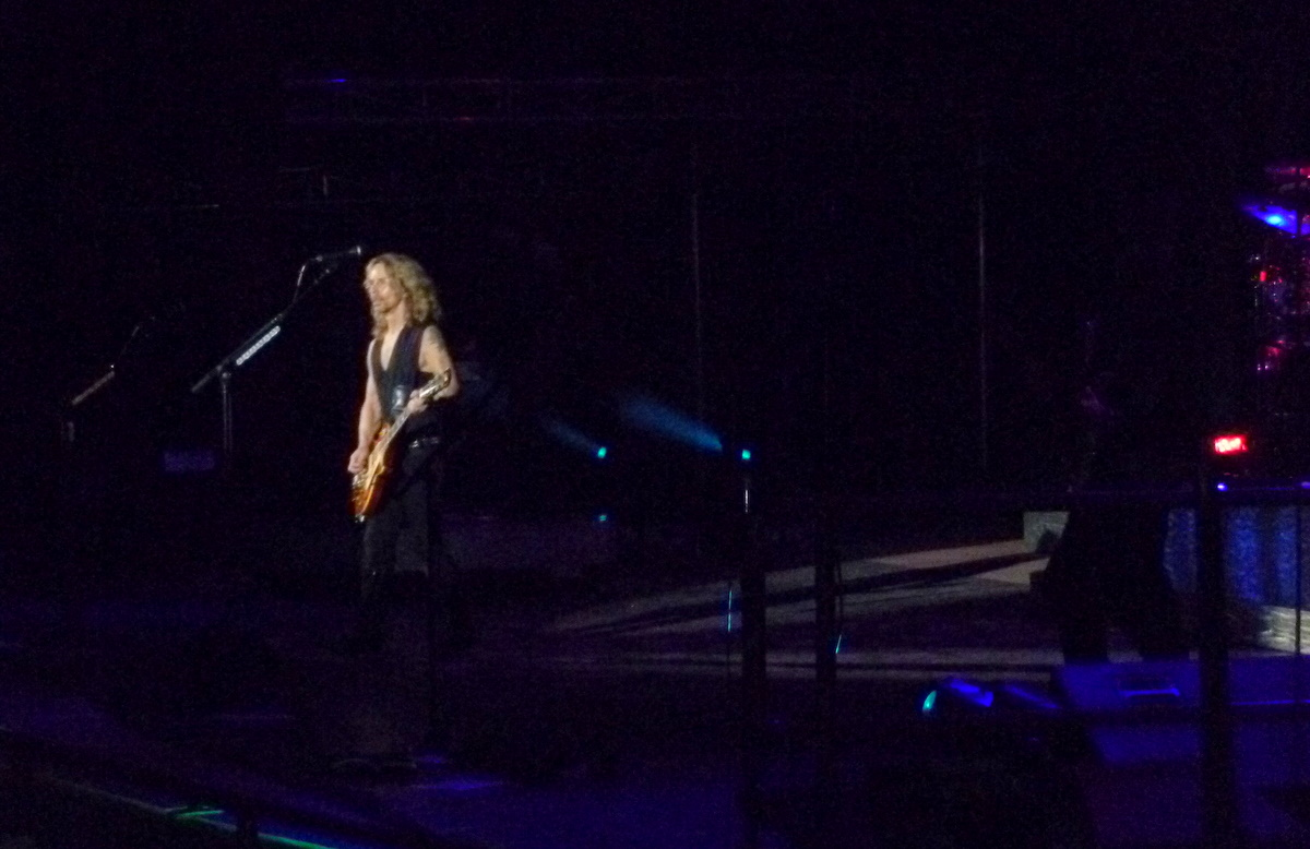 Tommy Shaw - side angle.