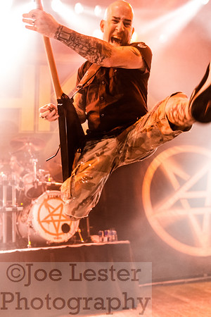 Scott Ian/Anthrax gets airborne on the Metal Alliance Tour!