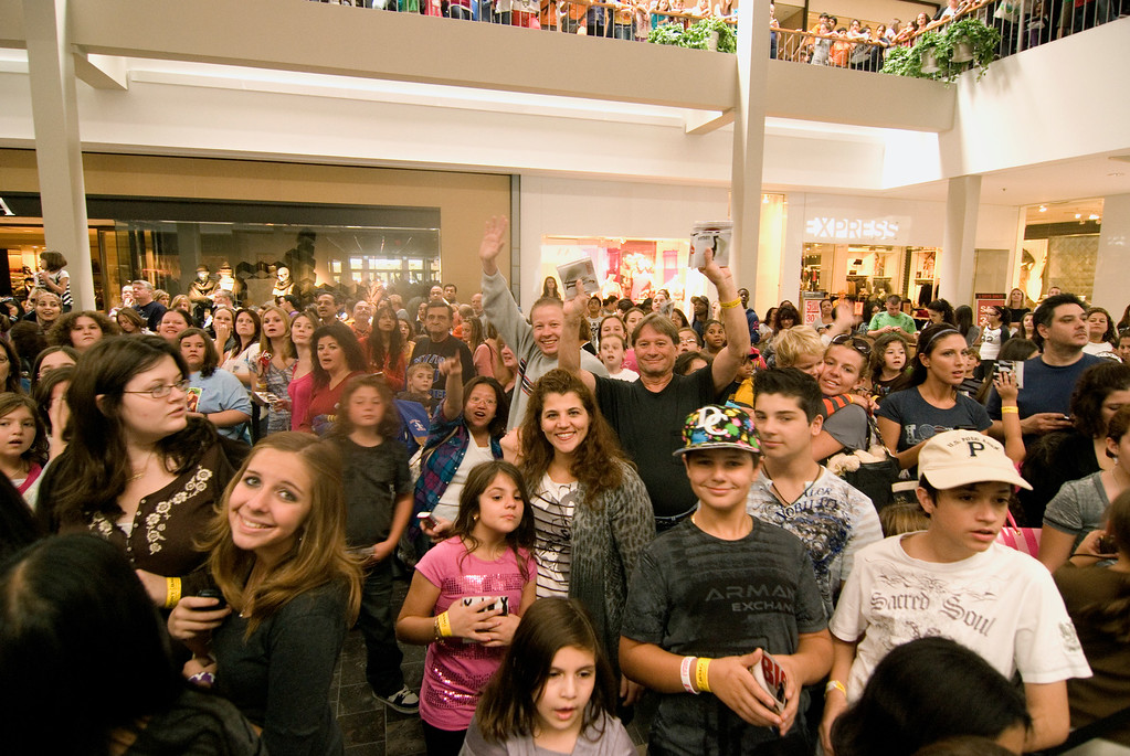 Big Time Rush <br /> CD signing @ Willowbrook Mall, NJ  <br /> October 11, 2010