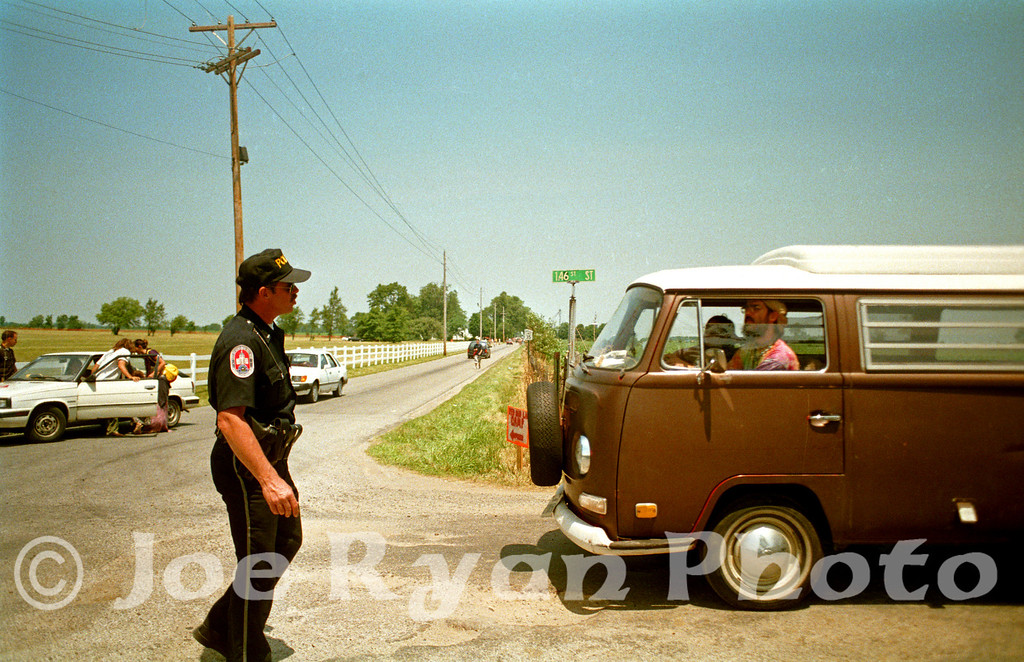 Police turning away fans from the cancelled Grateful Dead concert<br /> Deer Creek music center<br /> Noblesville, ID<br /> July 3, 1995