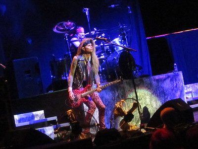 Steel Panther Centre Bell 06-10-14 (5)