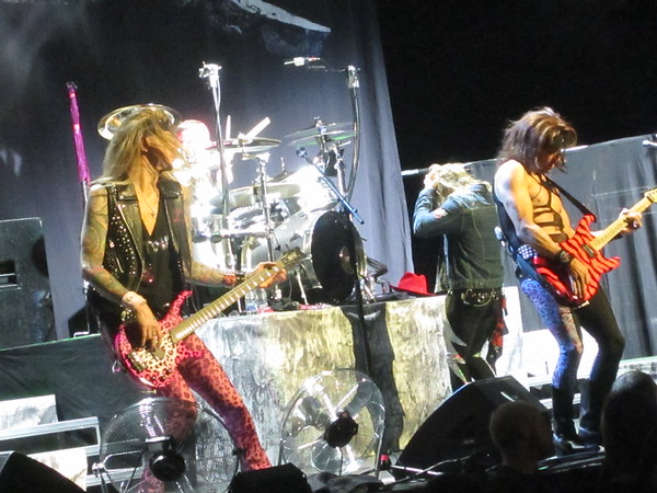 Steel Panther Centre Bell 06-10-14 (18)