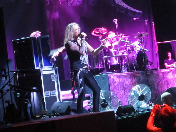 Steel Panther Centre Bell 06-10-14 (3)