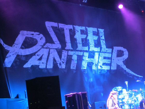Steel Panther Centre Bell 06-10-14 (2)