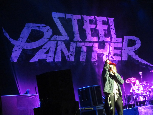 Steel Panther Centre Bell 06-10-14 (17)