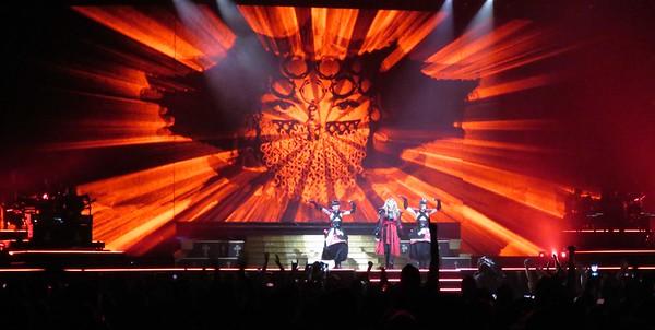Madonna Centre Bell 09-09-15  (10)