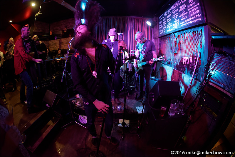Witchy Sister live at Falconetti's, Vancouver BC, December 31, 2016.