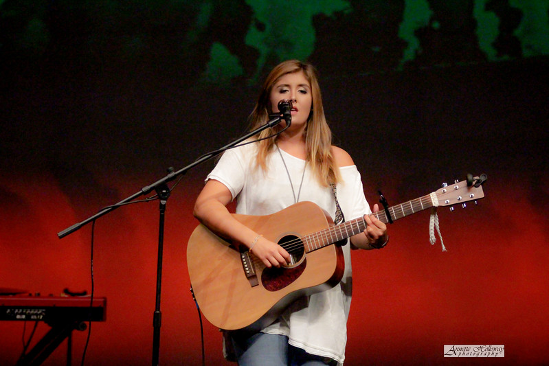 Abby Robertson in concert at SonRise concert 11-17-17 by Annette Holloway Photo