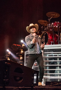 Dustin Lynch (w/ Chris Young & Cassadee Pope) at the iWireless