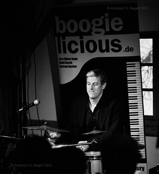 Boogielicious play at Schrottgallerie in Glonn