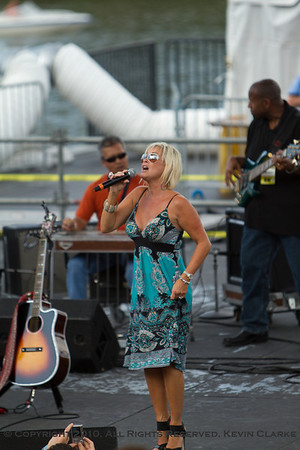 Riverfront Stage - Lorrie Morgan