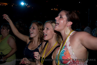 Rascal Flatts Fans Swept Up In the Moment