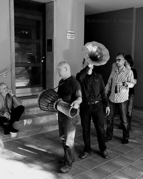 Gauchos Monacos playing at Caffé Fausto