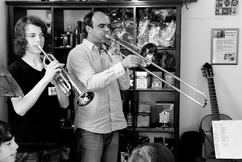 Gauchos Monacos playing at Caffé Fausto;Gauchos Monacos playing at Caffé Fausto