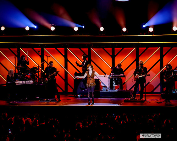 Reba performing at the 48th GMA Dove Awards 10-17-2017 by Annette Holloway Photog