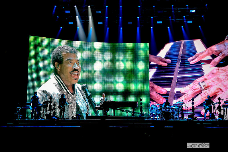 Lionel Richie Hello Tour Norfolk, VA by Annette Holloway Photog