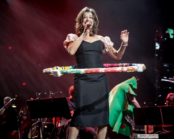 Amy Grant doing the Hula Hoop with style and grace on Christmas Tour with Michael W. Smith & Jordan Smith in Richmond, VA photo: Annette Holloway Photography #AmySmittyChristmas