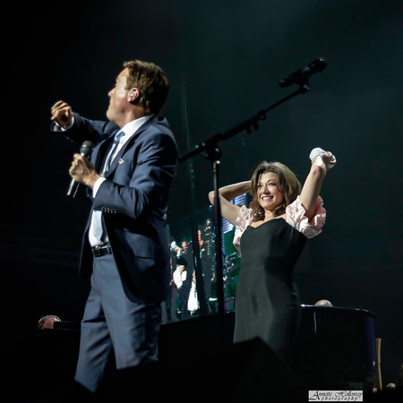 Time for a little snowball fight! Amy Grant, Michael W. Smith Christmas Tour with Jordan Smith in Richmond, VA photo: Annette Holloway #AmySmittyChristmas