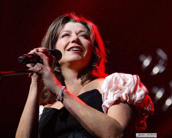 Amy Grant on Christmas Tour with Michael W. Smith & Jordan Smith in Richmond, VA photo: Annette Holloway Photography #AmySmittyChristmas