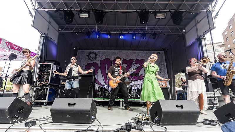 Molly Rhythm @ Pouzza Fest Photos: Thomas Courtois for Thorium Magazine http://www.Studio-Horatio.fr