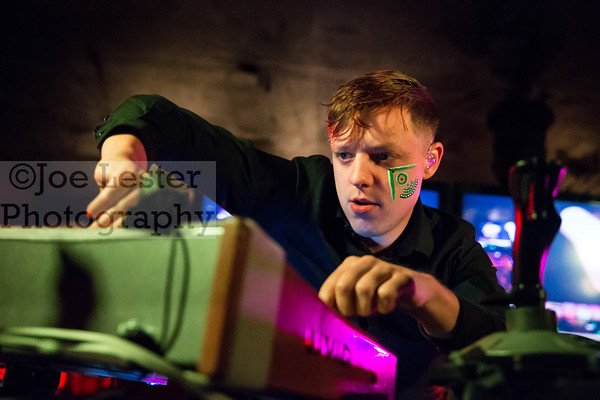 Robert DeLong - 98.7 FM ALTimate Xmas PArty 12-8-14