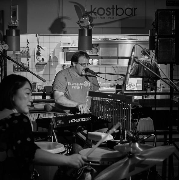 Rubber Soul Connection spielt in der Kostbar im Rewe Grafing