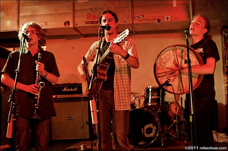 The Charmrocks live at Belushi's, Paris, France, June 12, 2011.