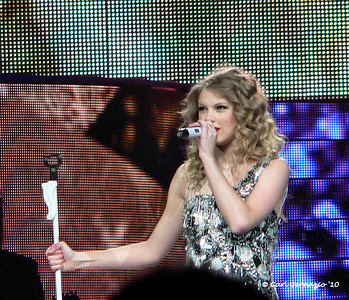 P1050093 - Taylor Swift, Verizion Center, Washington DC June 1, 2010.