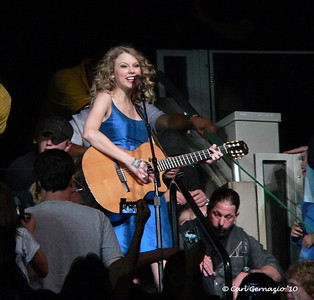 P1050176 - Taylor Swift, Verizon Center, Washington DC June 1, 2010.