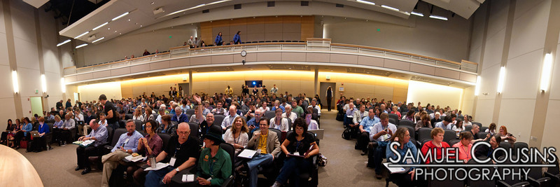 Everyone together for the keynote speakers at the Social Media FTW conference. See this image in 3D.