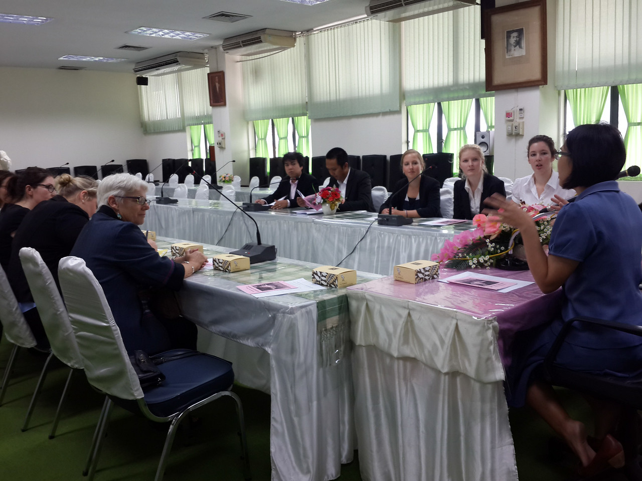 Interns went to the Chiang Mai Provincial Court to observe the trial in the courtroom. The judge explained historical and modern Thai law systems and opened for discussion.