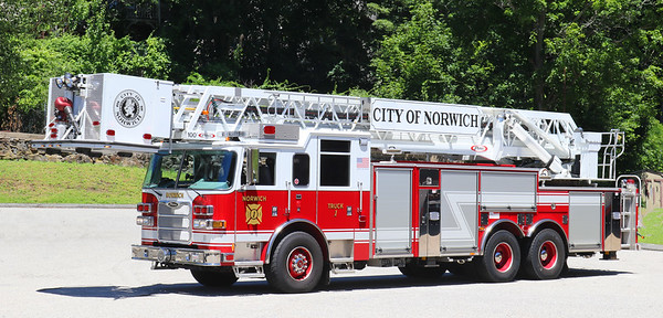 Truck 1   2010 Pierce Arrow XT   100' Tower