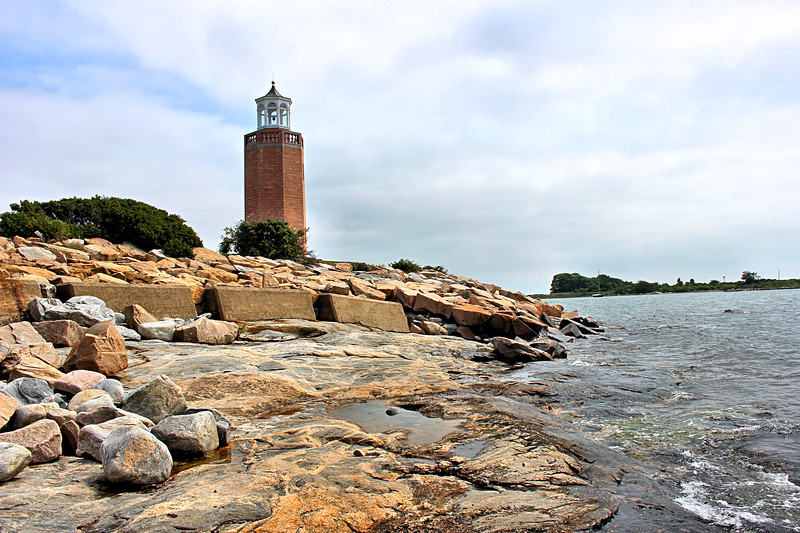By the 1990's the condition of the Avery Point Lighthouse had deteriorated as the concrete blocks began to crumble and the wooden lantern had rotted.