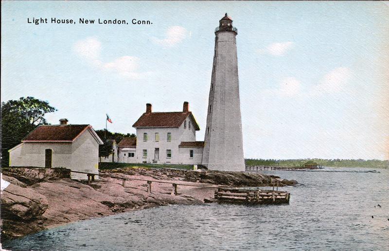 New London Harbor Light postcard 001