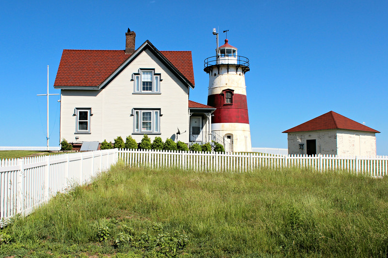 The new structure was tested immediately during a huge gale in the autumn of 1822.  Houses and trees were blown down throughout Stratford, but the new lighthouse weathered the storm unscathed.