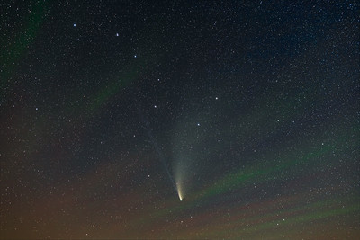 Comet NEOWISE in Ursa Major with Airglow (July 22, 2020)