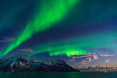Auroral Curtains at Sea (Oct 19, 2019 v5)