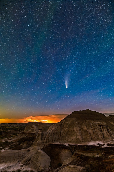 Comet NEOWISE and Big Dipper Over Badlands (July 22, 2020)