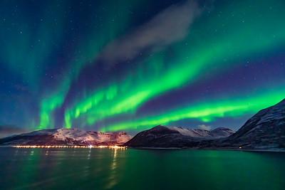Auroral Curtains at Sea (Oct 19, 2019 v11)