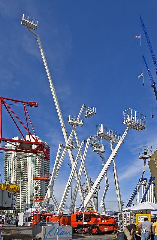 Construction support, construction safety: Snorkel articulating boom and telescoping boom personnel lifts for elevated construction. CONEXPO, Las Vegas, Nevada, March 15-19, 2005.