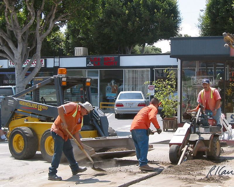 Asphalt construction: Ditchwitch small trenching machine below pavement-2