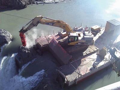 NPK GH18 hammer Dam demolition